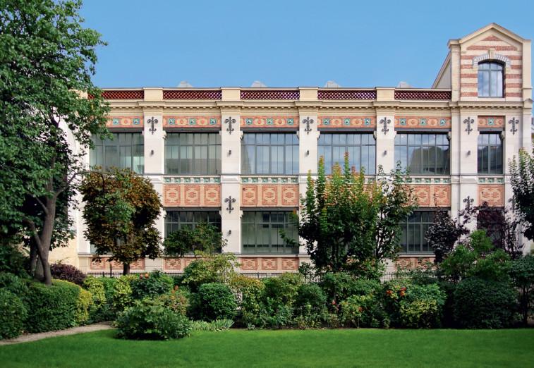 Façade des Ateliers de Hauteville par Esprimm, Paris 10e